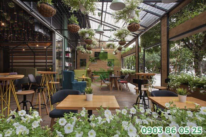 quan-cafe-san-vuon-trong-nha-dep-mat