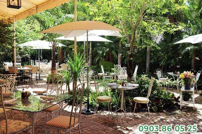 yeu-to-cay-xanh-cung-khong-the-thieu-o-san-vuon-cafe